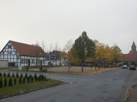 Blick auf Dorfplatz